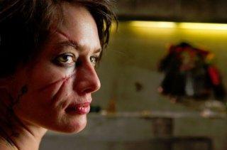 Lena Headey col volto sfigurato in una scena di Dredd