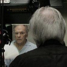 Amour: il regista Michael Haneke (di spalle) sul set insieme a Jean-Louis Trintignant
