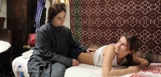 Beyond the Hills: Cosmina Stratan con Cristina Flutur in una scena del film