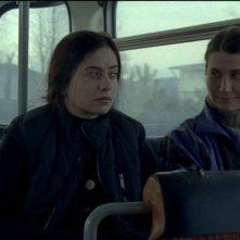 Beyond the Hills: Cosmina Stratan e Cristina Flutur in una scena del film di Cristian Mungiu
