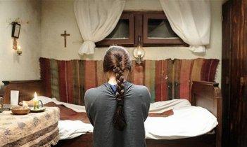 Beyond the Hills: Cosmina Stratan in una scena tratta dal film