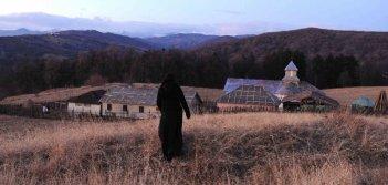 Beyond the Hills: una scena panoramica tratta dal film del rumeno Cristian Mungiu