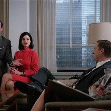 Jon Hamm, Jessica Paré, Aaron Staton e Elisabeth Moss nell'episodio Lady Lazarus della quinta stagione di Mad Men