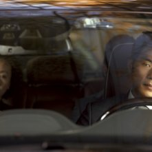 Taste of Money: Kim Kang-woo (alla guida) e Yoon Yeo-jeong in una scena del film