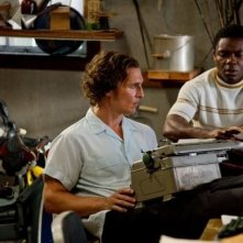 The Paperboy: Matthew McConaughey, nei panni del reporter Ward James, in una scena del film con David Oyelowo