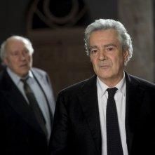 Vous n'avez encore rien vu: Pierre Arditi in un'immagine del film insieme a Michel Piccoli (fuori fuoco)