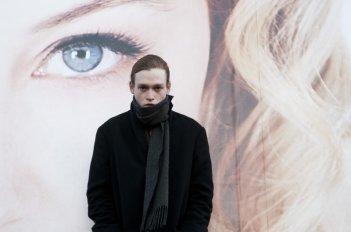 Antiviral: Caleb Landry Jones, protagonista del film, in un momento del film