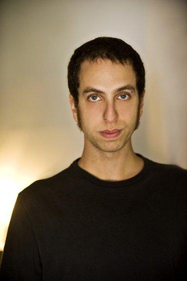 Antiviral: il regista Brandon Cronenberg, figlio di David, in una foto promozionale