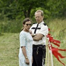 Bruce Willis con Frances McDormand in un'immagine del film Moonrise Kingdom