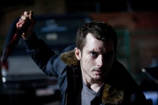 Maniac: un efferato Elijah Wood in una scena del remake dell'omonimo horror del 1980 diretto da William Lustig