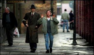 Roman Polanski: A Film Memoir, un'immagine di Roman Polanski sul set de Il pianista insieme al premio Oscar Adrien Brody