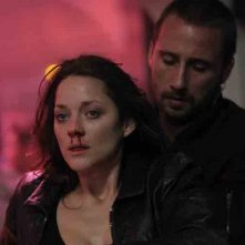 Rust and Bone: Matthias Schoenaerts insieme a Marion Cotillard in una scena