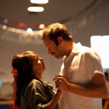 The Sapphires: Chris O'Dowd e Deborah Mailman in una romantica scena