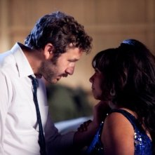 The Sapphires: Chris O'Dowd insieme a Deborah Mailman in una scena del film
