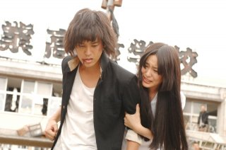 Ai to makoto: i protagonisti Satoshi Tsumabuki ed Emi Takei in una scena del film