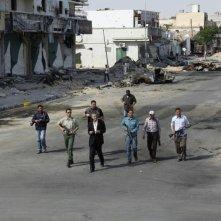 The Oath of Tobruk: il filosofo e giornalista Bernard-Henri Lévy, in una scena del documentario da lui diretto sulla guerra in Libia
