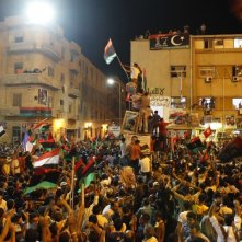 The Oath of Tobruk: la piazza di Tobrouk in rivolta in una scena del documentario di Bernard-Henri Lévy