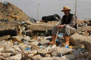 Trashed: Jeremy Irons, protagonista del documentario sull'inquinamento, in una scena