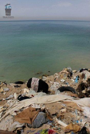 Trashed: una triste scena del documentario sull'inquinamento diretto da Candida Brady