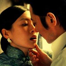 Dangerous Liasons: Ziyi Zhang e Dong-kun Jang in un'appassionata immagine del film