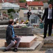 Granny's Funeral: Denis Podalydès insieme a Samir Guesmi in una scena del film