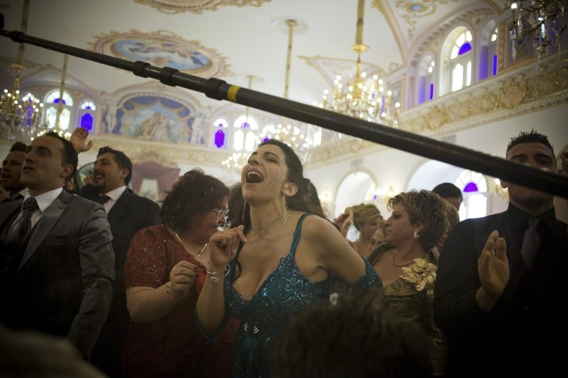 Reality: Loredana Simioli danza sul set del film durante le riprese