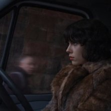 Scarlett Johansson di profilo in una scena di Under the Skin