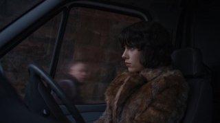 Scarlett Johansson di profilo in una scena di Under the Skin