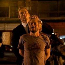 Cosmpolis: Mathieu Amalric in una scena del film tenuto prigioniero da Kevin Durand