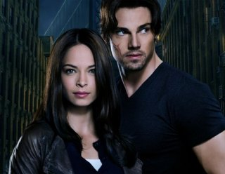 Jay Ryan e Kristin Kreuk in una foto promozionale per Beauty and the Beast