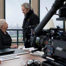 007 - Skyfall: Judi Dench sul set del film insieme al regista del film Sam Mendes