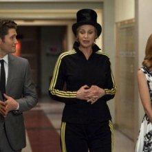 Jane Lynch, Matthew Morrison e Jayma Mays in un momento dell'episodio Nationals della serie Glee