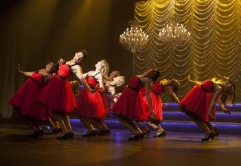 Le ragazze dei New Directions in un momento dell'episodio Nationals della serie Glee