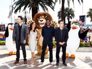 Madagascar 3: ricercati in Europa, i pinguini e il leone Alex insieme ai quattro doppiatori del film durante il photocall sulla Croisette