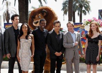 Madagascar 3: ricercati in Europa, il cast di doppiatori del film in una foto di gruppo durante il photocall sulla Croisette