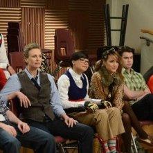 Matthew Morrison, Mark Salling, Jane Lynch, Naya Rivera e Dianna Agron in una scena di Props, della serie Glee