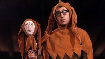 Un'immagine di Woody Allen: A Documentary con l'attore e regista in versione giullare
