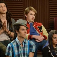 Harry Shum Jr, Lea Michele e Samuel Larsen in una scena dell'episodio Props della serie tv Glee