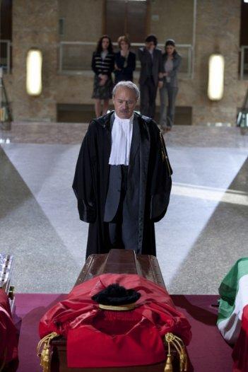 I 57 giorni: Luca Zingaretti in una scena