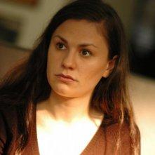 Margaret: la protagonista del film Anna Paquin in versione acqua e sapone in una scena del film