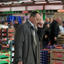 Chef: Jean Reno al mercato ortofrutticolo in una scena