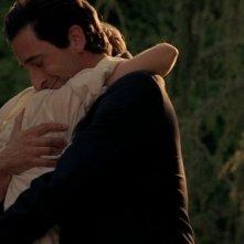 Detachment - Il distacco: Adrien Brody abbraccia Sami Gayle in una scena