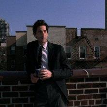 Detachment - Il distacco: Adrien Brody in pausa caffé in una scena del film