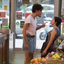 Il Dittatore: Anna Faris con Sacha Baron Cohen in una scena del film