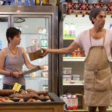 Il Dittatore: Anna Faris e Sacha Baron Cohen (nei panni di Efawadh) in una scena tratta dal film