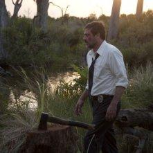 Le paludi della morte: Jeffrey Dean Morgan sul luogo del delitto in una scena del film