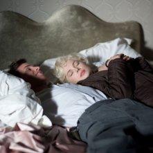 Marilyn: Michelle Williams insieme a Eddie Redmayne in una scena del film