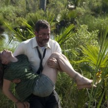 Texas Killing Fields: Jeffrey Dean Morgan porta in salvo Chloë Moretz in una scena del film