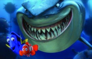 Alla ricerca di Nemo in 3D: lo squalo Bruto, la pesciolina Dory e il piccolo Nemo in una scena del film