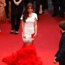 Cannes 2012: Cheryl Cole sul red carpet, prima della premiere di Amour, con un abito rosso e bianco